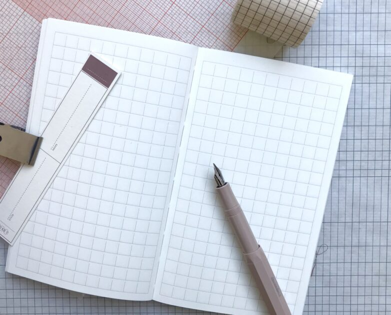 Notebook Linen gridded pages